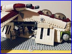Lego Star Wars Republic Gunship BrickVault Minifig Scale AND Clone Trooper Lot